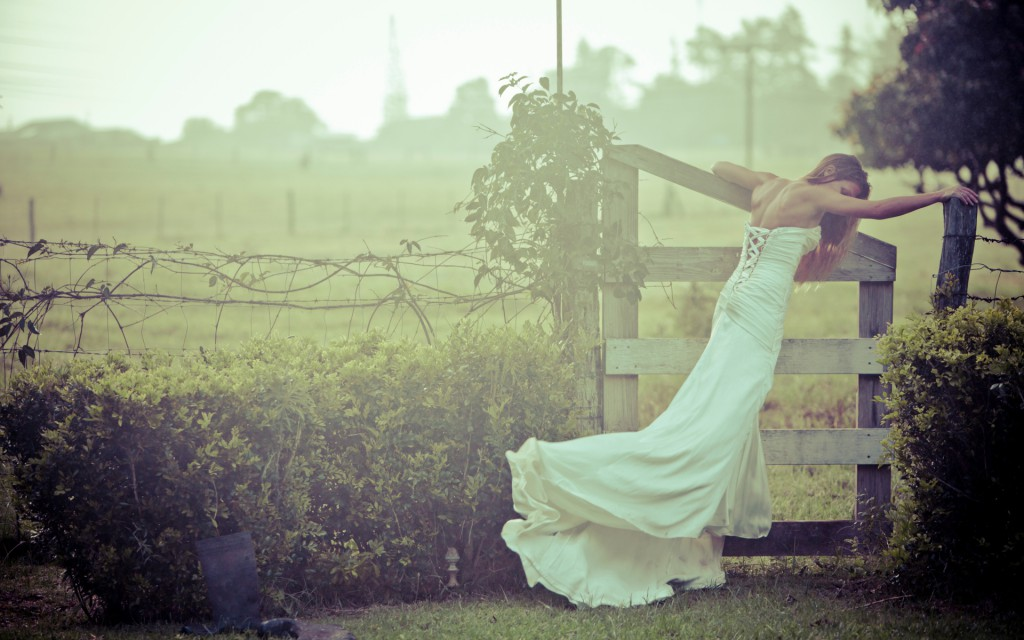 girl-wedding-dress-wallpaper-wedding-bride-groom-fence-nature[1]